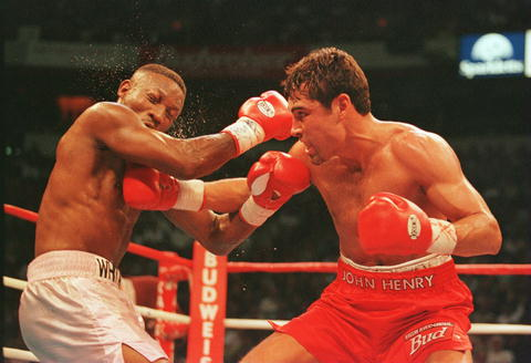 The Fight: De La Hoya gives Whitaker a right jab